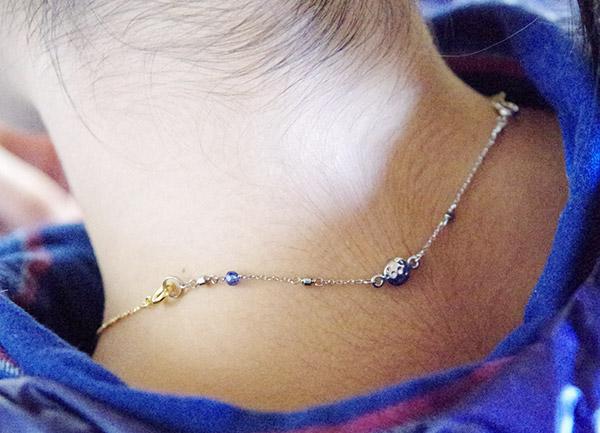 フェリシモお気に入りのネックレスで血行促進磁気アジャスターの着画