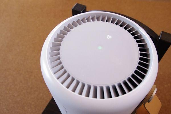 PECOフィルター搭載空気清浄機モレキュルエアーミニプラスを起動させた状態。
