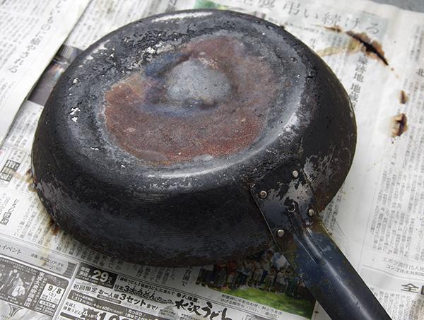 ブレイカーエックスを使って鉄製フライパンのコゲを落とした口コミ