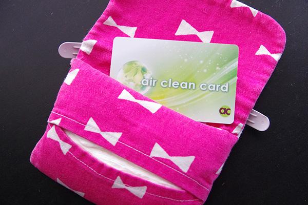 マイナスイオンを発生させる除菌カードエアクリーンカードの使い方