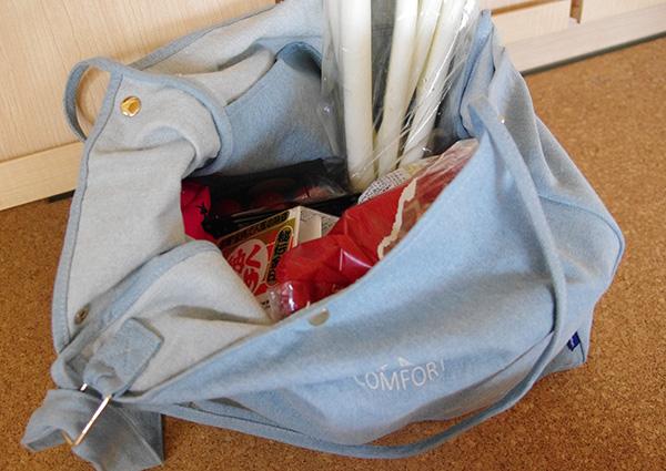 フェリシモリブ イン コンフォート たっぷり入って大人っぽく持てる ライトデニムトートバッグに買い物に持つを入れてみた