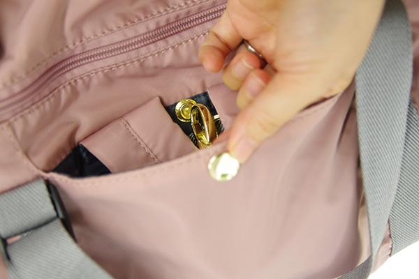 フェリシモ クラソ レジカゴリュックのリュック用ショルダーをしまうポケット
