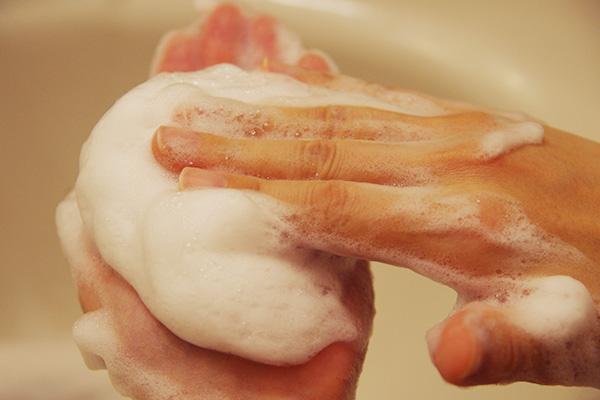 酵素洗顔パウダーナールスフォームの弾力がある泡。