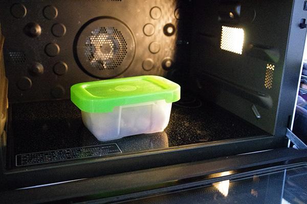 真空状態容器フォーサを電子レンジで温めなおし