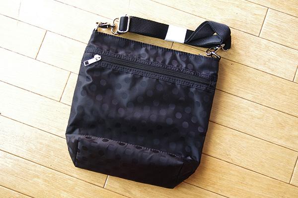フェリシモリブ イン コンフォート はまじとコラボ ポケットいっぱい 毎日の相棒 ショルダーバッグの後ろポケット部分。