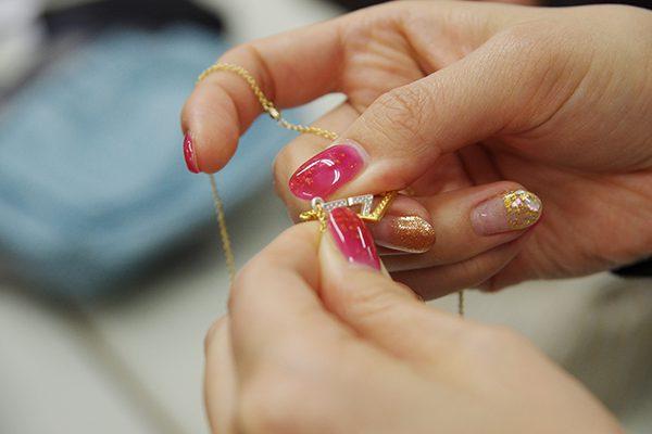 フェリシモ知恵の輪みたいなフロント着脱磁気ネックレスの着脱の仕方