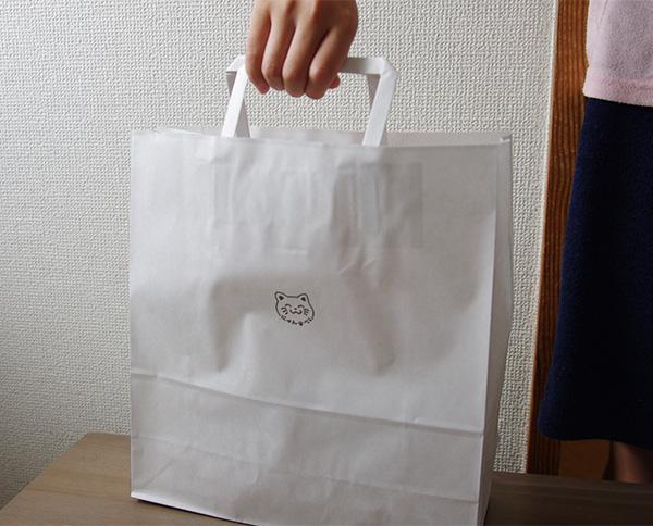 みなとや七福にゃんべいを入れた紙袋