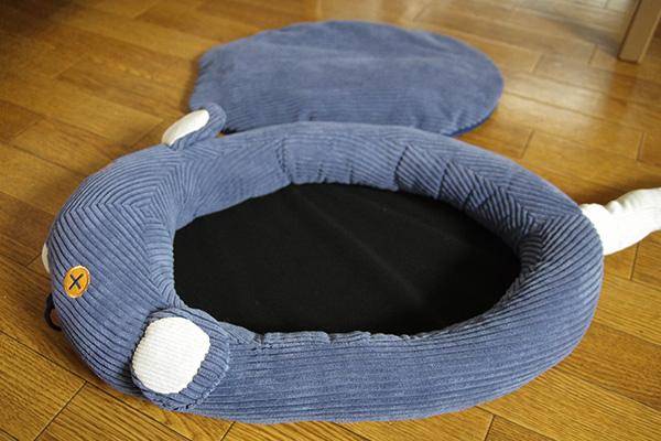 フェリシモ猫部のネズミさんベッドのクッションを取り外したところ。