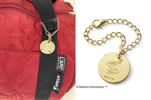 フェリシモレジカゴリュックリトルミイに付いている金色のチャーム。ミィの顔が刻印されています。
