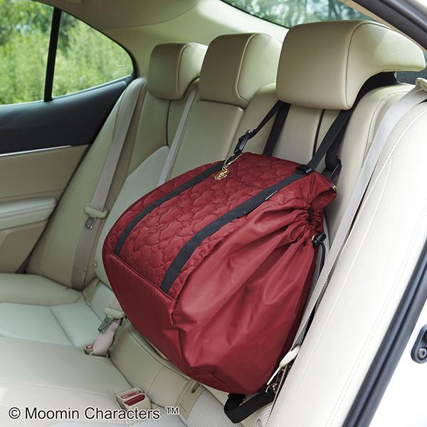 フェリシモレジカゴリュックリトルミイの車内での使い方。ヘッドレストに取っ手をひっかけることができます。