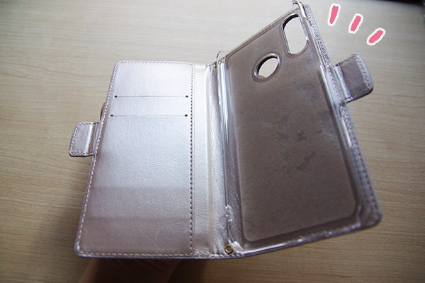 スマホカバー館.comの手帳型ケース、コインケース付き Simple ポケットは全機種対応で、スマホを入れる部分はハードケース仕様です。