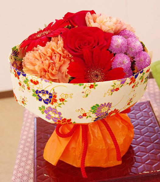 日比谷花壇 そのまま飾れるブーケ 花結び サイズ感